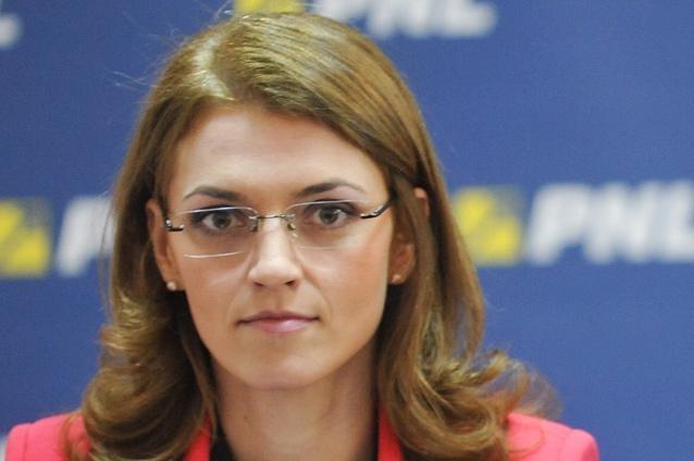 Alina-Gorghiu-Victor-Ponta-ar-trebui-să-îşi-dea-demisia-din-funcţia-de-prim-ministru